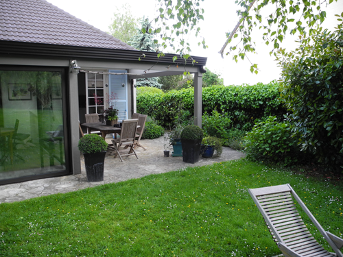 Am nagement terrasse gr s ceram paysagiste val d 39 oise for Jardin 50m2 amenager