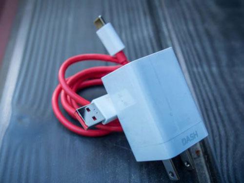 tidak bisa charge Hp karena adaptor