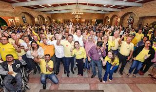 Fernando Pergentino e seus candidatos foram recebidos por uma multidão em ato político em Sairé