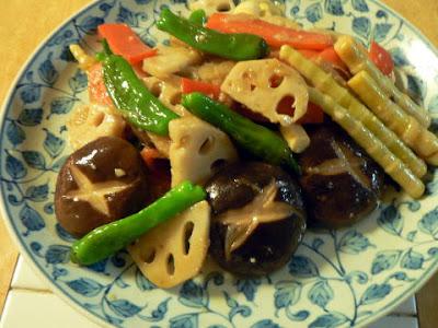 ごま油、ニンニク醤油味の肉無し野菜炒め