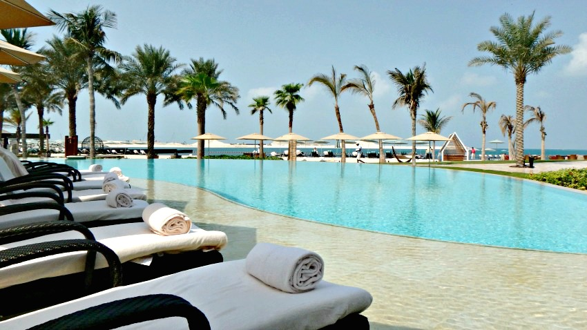 Hotel review four seasons resort jumeirah beach dubai - Jumeirah beach hotel swimming pool ...