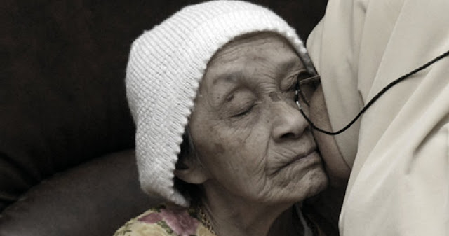 Doa Untuk Orang Tua yang Masih Hidup, yang Sakit Agar Sembuh, dan yang Sudah Meninggal