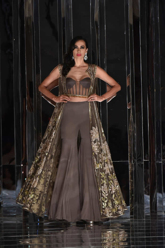 Manish Malhotra Presents His Haute Couture 2018 2019 Collection Zween