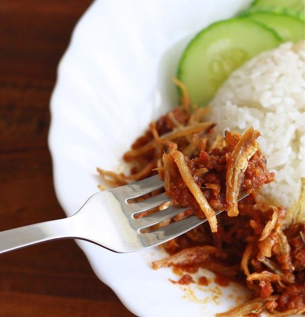 Malaysian Sambal Ikan Bilis recipe by SeasonWithSpice.com