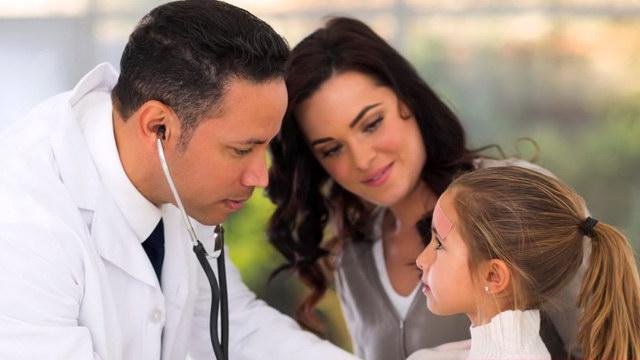 Απόφαση ΚΕ.Σ.Υ. που επιτρέπει την παρουσία γονέων κατά την διενέργεια ιατρικών πράξεων στα ανήλικα παιδιά τους