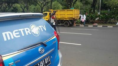 Djarot dan Pendukungnya Pencitraan Benahi Taman Balai Kota, Media Membesar-besarkan