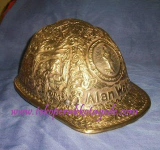 helm ukir kuningan - craft of brass metal helmet