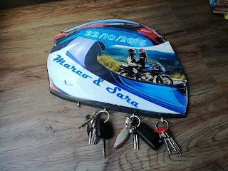 cuelga-llaves en forma de casco,regalo a tu pareja sorprendente