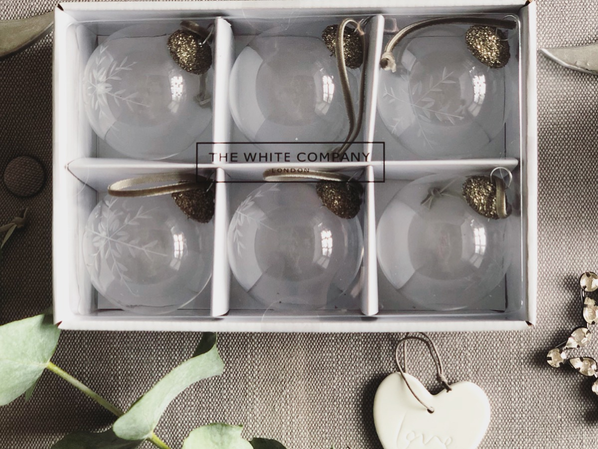 Christmas // Decorating with The White Company* - Roses and