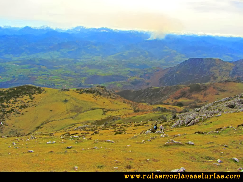 Ruta Montaña Pienzu: Descenso al collado Beluenzu