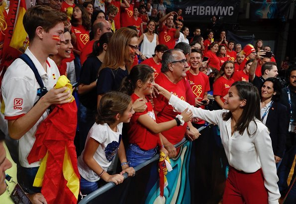 Queen Letizia wore Roberto Torretta from Fall Winter 2017 2018 collection and Hugo Boss silk blouse at FIBA Women's Basketball World Cup