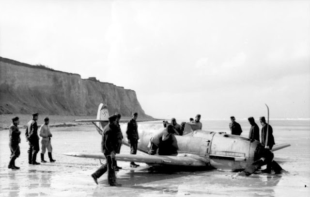 28 September 1940 worldwartwo.filminspector.com Hans-Joachim Marseille Bf 109 crash-landed