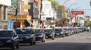 """Lo decidió el Concejo Deliberante por unanimidad para """"proteger el trabajo de los taxistas"""". Se renueva el reclamo en nuestra ciudad"""