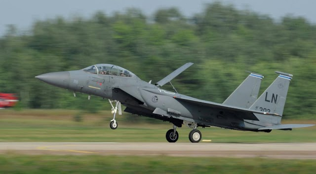 #TrueNews::US F-15 fighter jet crashes off Japan coast, pilot rescued