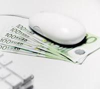Ratón de ordenador sobre dinero