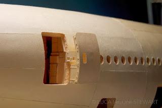 Model Boeing 777 Ini Dibentuk Dari Kertas Manila