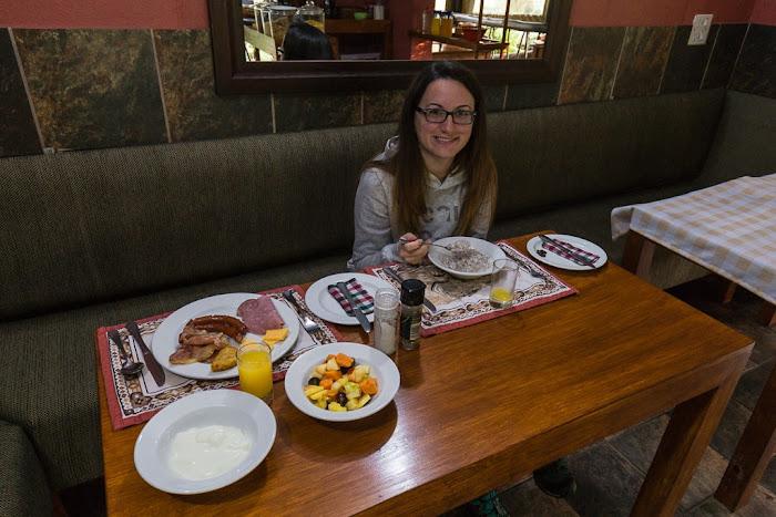 Lena desayunando en el Umlilo Lodge, St. Lucía, Sudáfrica
