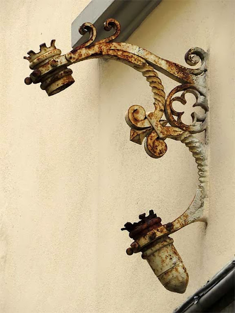 Cast iron flag pole holder, via Ernesto Rossi, Livorno