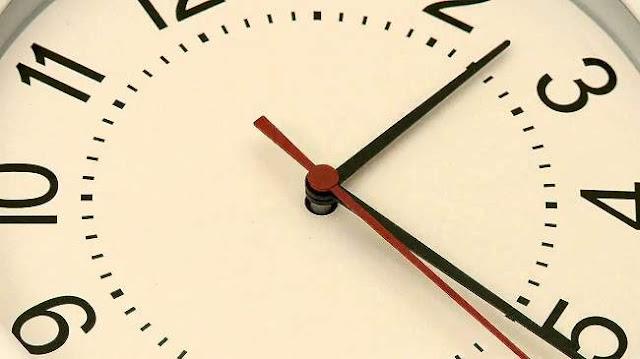 """الرجوع إلى الساعة """"القانونية"""" للمملكة في هذا التاريخ"""