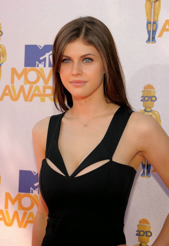 Alexandra Daddario (MTV Movie Awards) - Close-Up