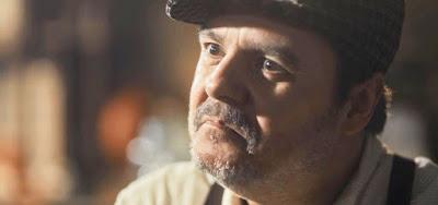 Afonso (Cássio Gabus Mendes) em cena da novela das seis; comerciante não ajudará a ex-mulher