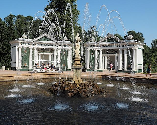 Петергоф – фонтан (Peterhof – Fountain)