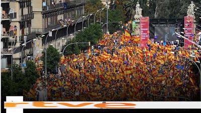 http://www.rtve.es/alacarta/videos/especiales-informativos/especiales-informativos-manifestacion-barcelona-08-10-17/4251763/