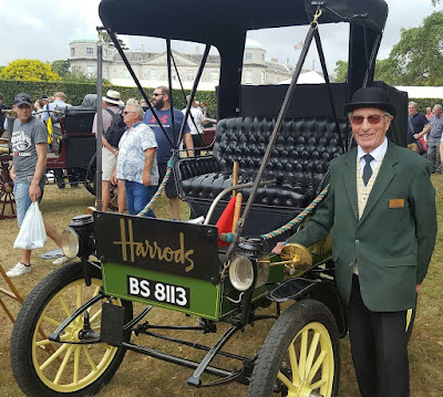 Harrods 1901 Waverley Electric Cleveland 3HP with owner Michael Ward