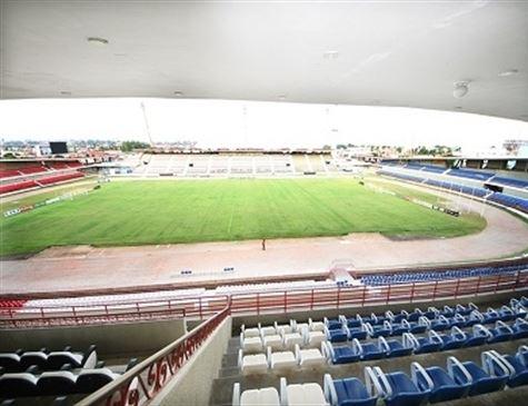 Único estádio a homenagear Pelé pode virar Rainha Marta