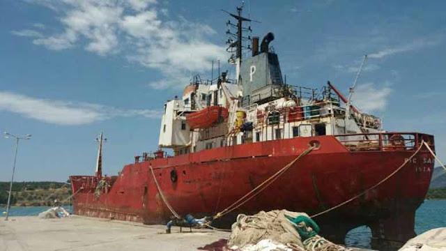 """Τ. Λάμπρου: Άμεση απομάκρυνση του δεξαμενόπλοιου M/T  """"PIC SAINT LOUP"""" από το λιμάνι της Κοιλάδας"""