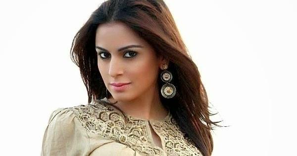 Tv Actress Shraddha Arya Hottest Bikini Body Exposed: Actress In Bikini: Shraddha Arya Hot Photos Without