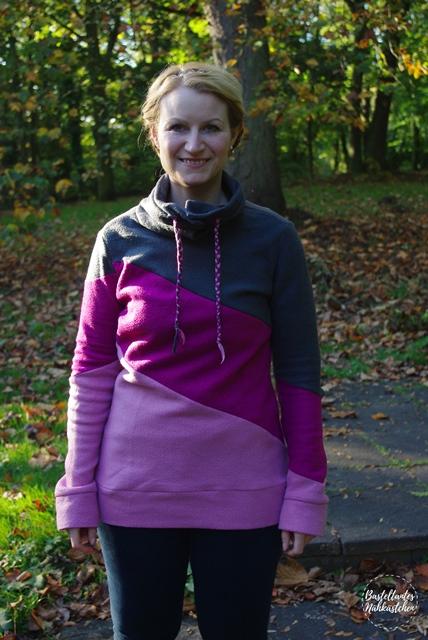 Frau mit Hoodie Shirt Lady Rockers schräg geteilt Rosa Pink Grau  mit Kragen Schnittmuster von Mamahoch2 selbst genäht Damen Sweatshirt Fleece Pullover 3