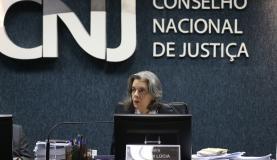 Cármen Lúcia cobra respeito aos juízes do país