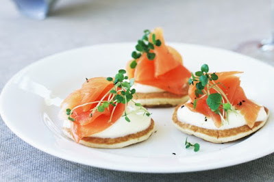 Mini pikelets with smoked salmon and creme fraiche meal ideas