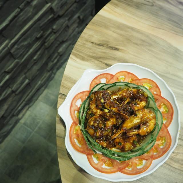 Pan Fried Prawns in Tomato Soya Sauce 干煎虾禄