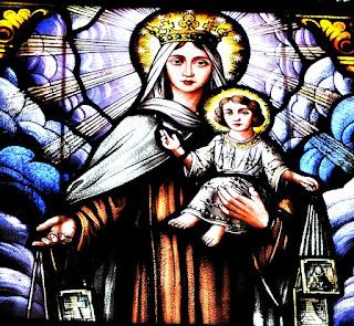 Vitral de Nossa Senhora com o Menino Jesus, na Igreja Corpus Christi, em Vale Veneto