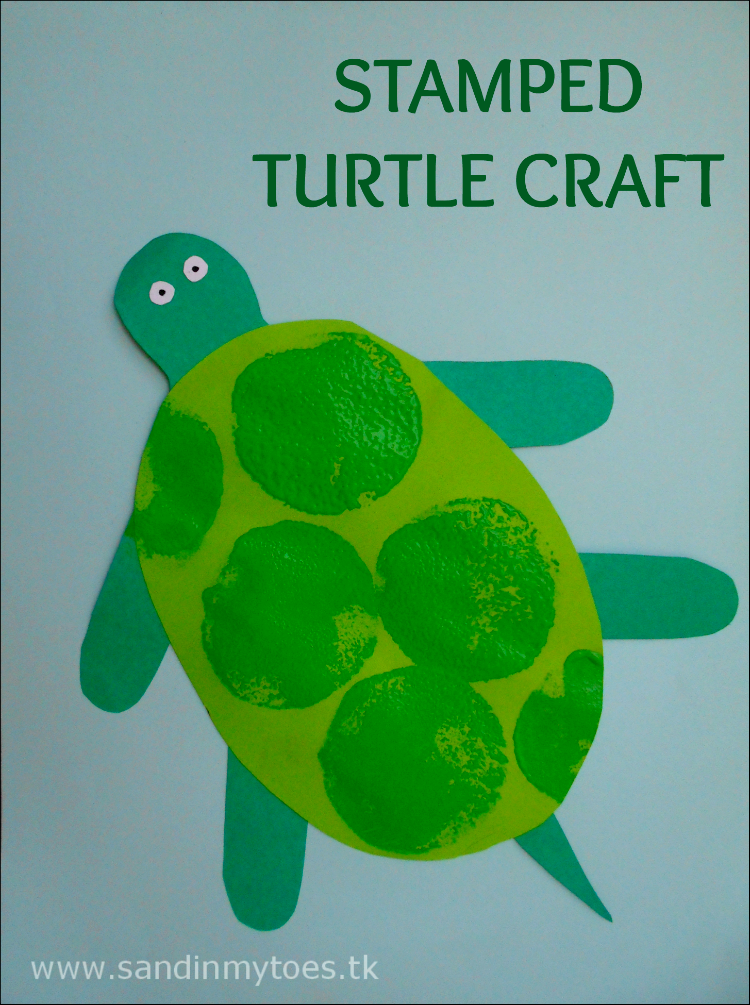 A simple turtle craft with stamp painting for toddlers and preschoolers.
