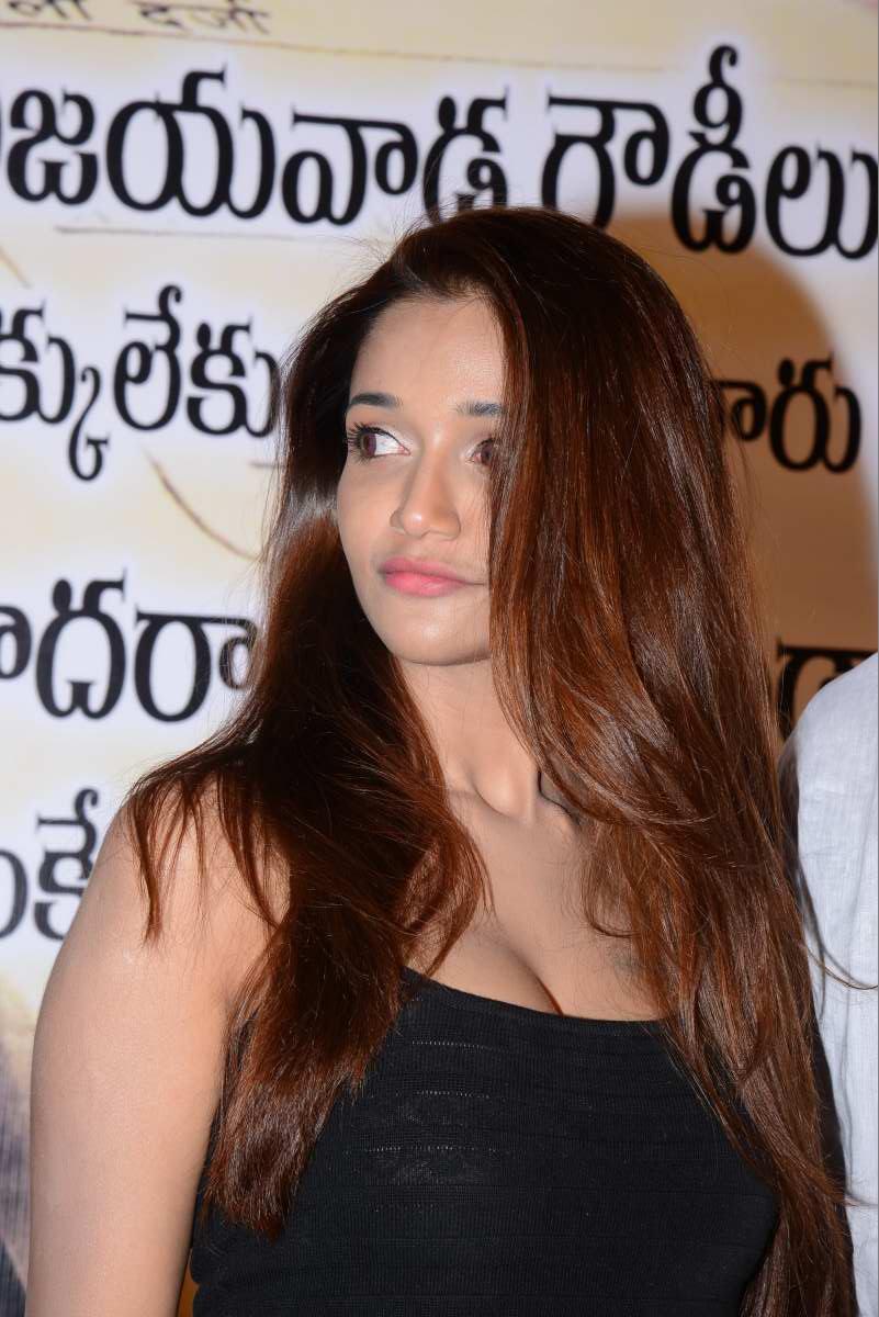 Anaika soti hot stills at satya 2 trailer launch