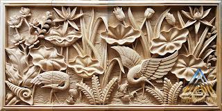 Relief gambar burung bangau dan bunga lotus