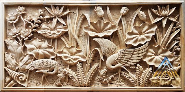 Relief burung bangau dan bunga lotus dibuat dari batu alam paras jogja atau batu paras putih