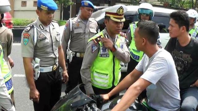 Digertak Anggota TNI, Polantas Pemalak Uang Rakyat Ini Lari Kalang Kabut