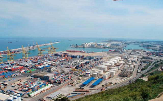 Vista panoramica del puerto de Barcelona