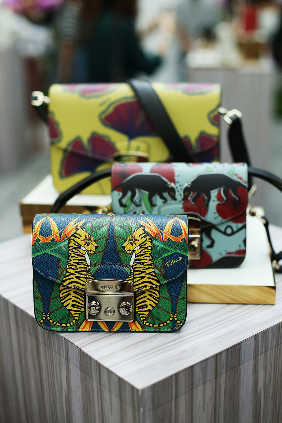 The preview of Furla Spring/Summer 2017 Collection: Urban Jungle in Malaysia was held at the orchid conservatory of The Majestic Kuala Lumpur, where tropical prints and exotic shapes ran rampant in a #FieldOfImagination.