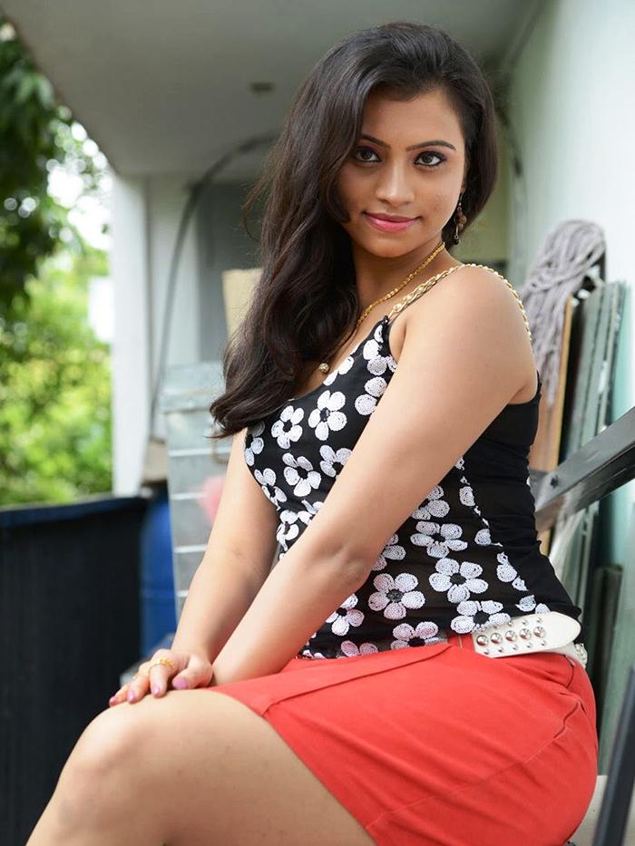Sri Lankan Hot Girls Binu Priyanka Photos