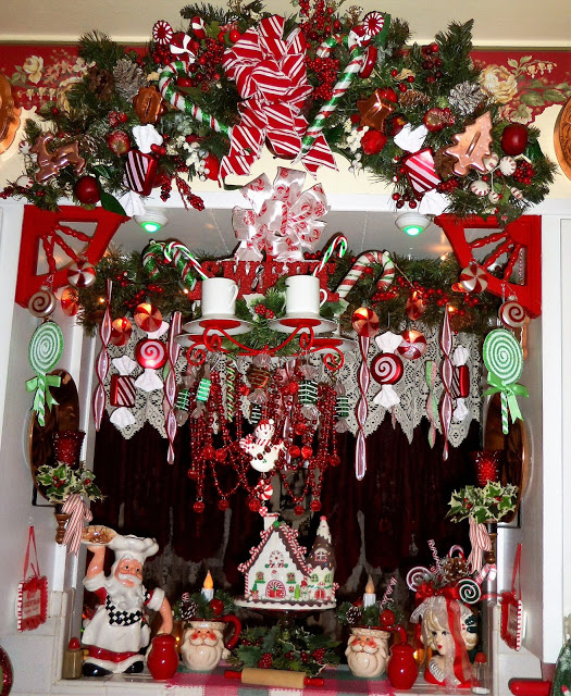 """A """"Sweet """" Christmas in the Kitchen, Christmas Home Tour, 2017"""