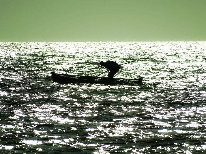 Pescador na Lagoa dos Patos, em Tavares