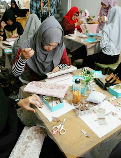 Crafting Class : Menghias Clutch Bag Bersama Hamidiya Ciss