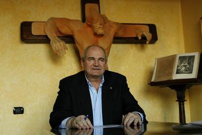 L'ex assessore regionale lombardo Piergianni Prosperini è stato condannato a quattro anni di reclusione nel processo milanese in cui era accusato di esportazione illegale di materiale d'armamento verso l'Eritrea e di evasione fiscale.