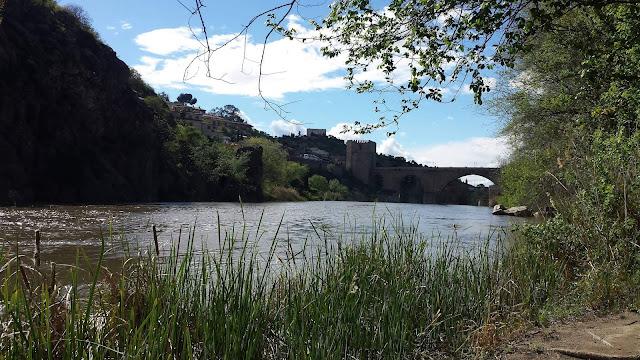 El río Tajo bordeando Toledo