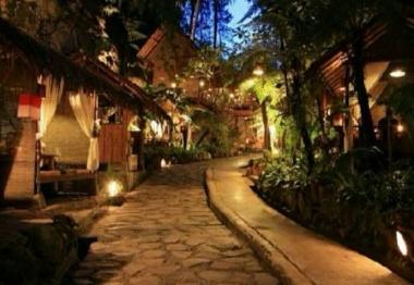 suasana malam di Kampung Daun